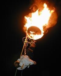 Claus Fox Zwangsjacke am brennenden Seil