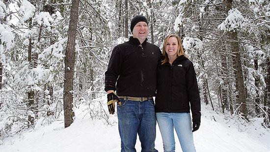 ジェスとアリッサは、経済的自由を生み出し自身の家を作るために、企業での仕事を辞めた。
