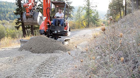 夫婦の門から車庫までの道10m用の2cmの砂利の費用は運搬込みで160ドル。