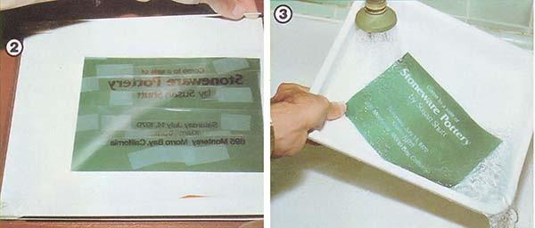 写真2: 感熱紙を感光面を下にして大きな白い紙の上に置き、 アセテートシートを置く。文字や絵は逆にすること。 写真3: フィルムを日光や高輝度ランプにさらした後、 文字で覆われた部分の感光乳剤を洗い流す。これでパターンが移った。
