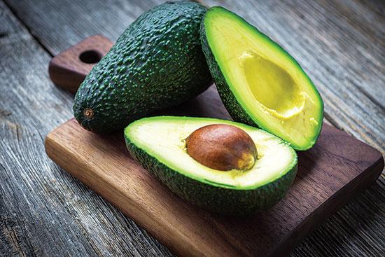 アボカドやバナナといった皮の厚い果物の可食部は農薬汚染から十分に守られている。
