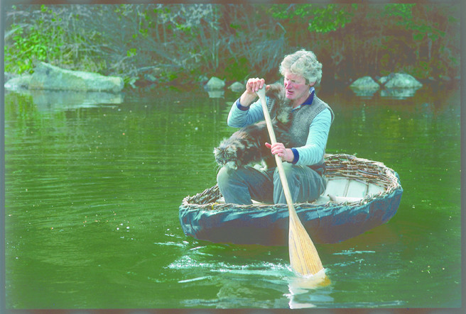 コラクルの作り方を学ぼう。ヤナギの枝から作る古代の小舟。