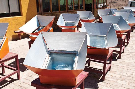 Delicias del Sol Villaseca、チリのサンティアゴ北部のレストランは、森林破壊による燃料枯渇時に、太陽エネルギーに変えた。ソーラーオーブンで1日に最大120人の食事をまかなえる。