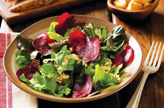 色や食感の様々なレタス育てて、冬の間ずっと食欲をそそる菜園新鮮サラダを。Photo by Flickr/Mark levisay