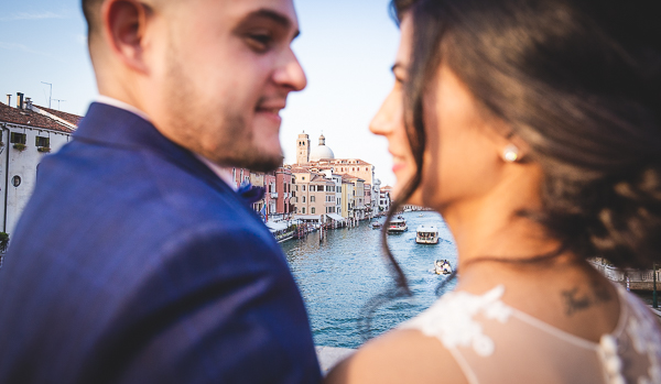 engagement kiss in venice italy