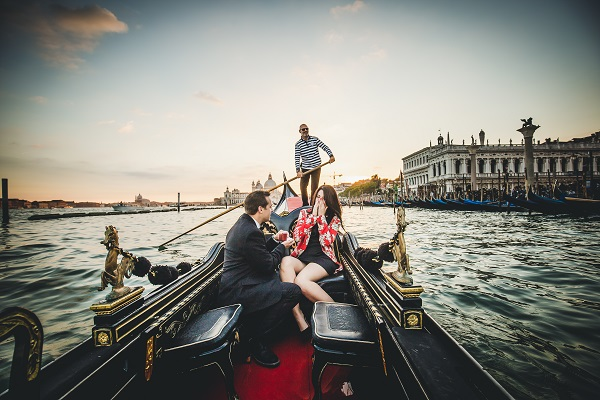 surprise proposal photographer italy