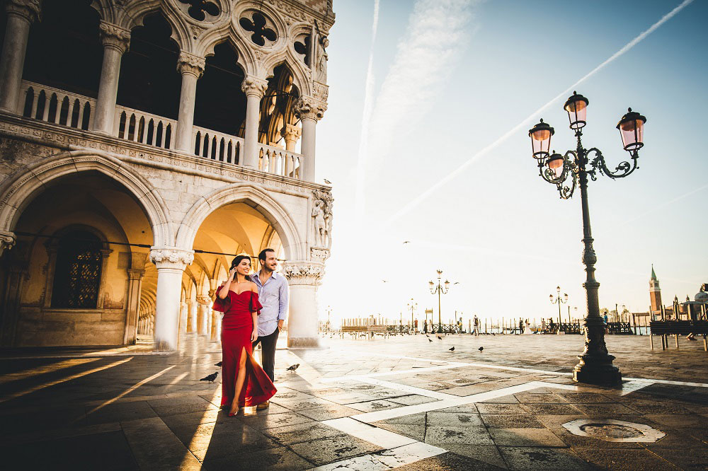 Couple Engagement Photoshoot Photographer in Venice Italy