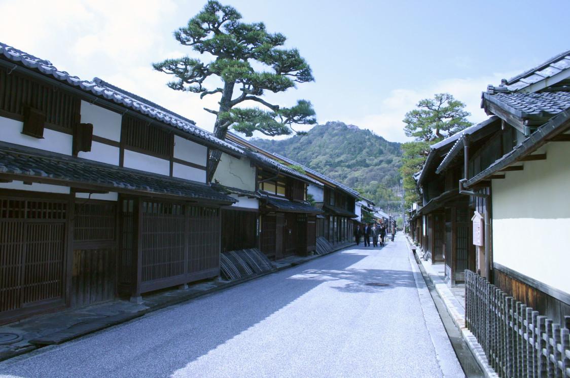 少しお堀を出ると、城下町の街並みが広がります。