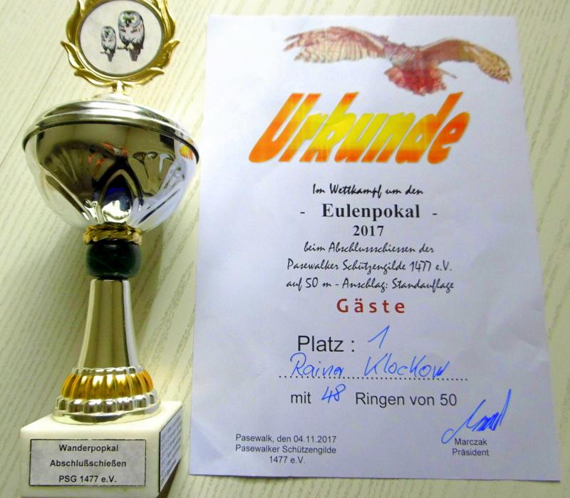 Pokal und Urkunde des 1. Platz vom Eulenpokal 2017 in Pasewalk von Rainer Klockow.