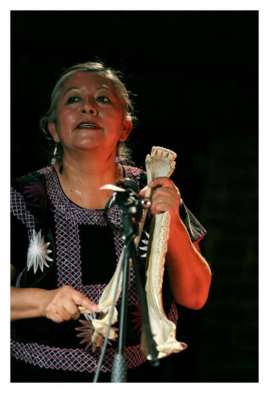 ARGELIA BAUTISTA TORRES /  Pferdekiefer (Traditionelles Instrument) und Tanz