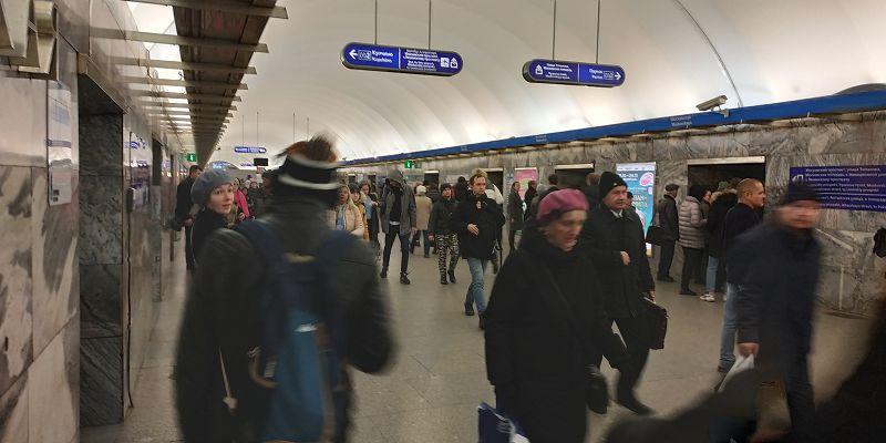 Leute in der Metrostation