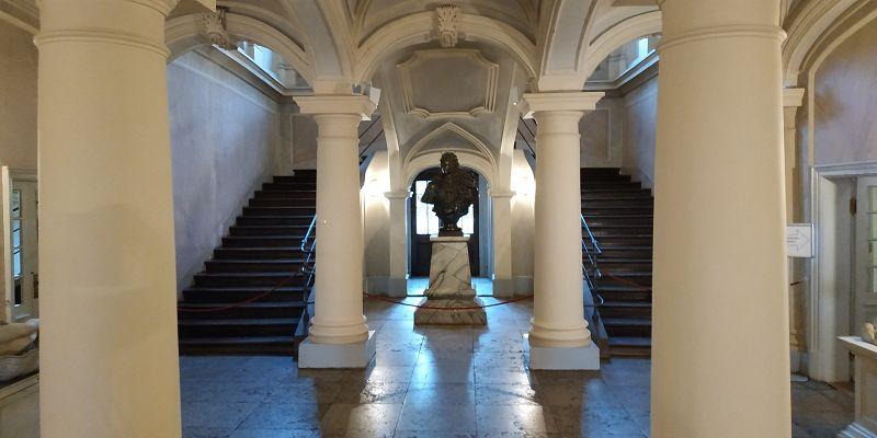 Eingangsbereich mit Büste