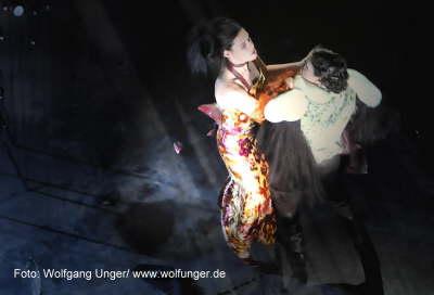 "Wolfgang Amadeus Mozart/ Andreas Bode ""Mozart Requiem"" Partie: Sängerin Hamburg Kampnagel/ Radialsystem Berlin Spielzeit : 2008/2009"