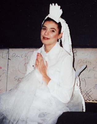 """G. Schedl """"Der Schweinehirt"""" Partie: Prinzessin Junge Oper der Staatsoper Stuttgart Spielzeit: 2001/2002"""
