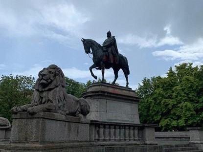 Das (un-)sichtbare Denkmal: Reiterstandbilder der württembergischen Monarchie in Stuttgart im Wandel der Zeit [Teil 1]