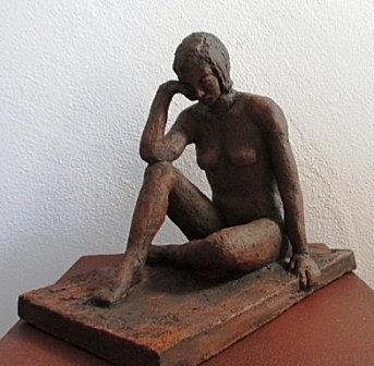 Frauenakt, Keramik patiniert