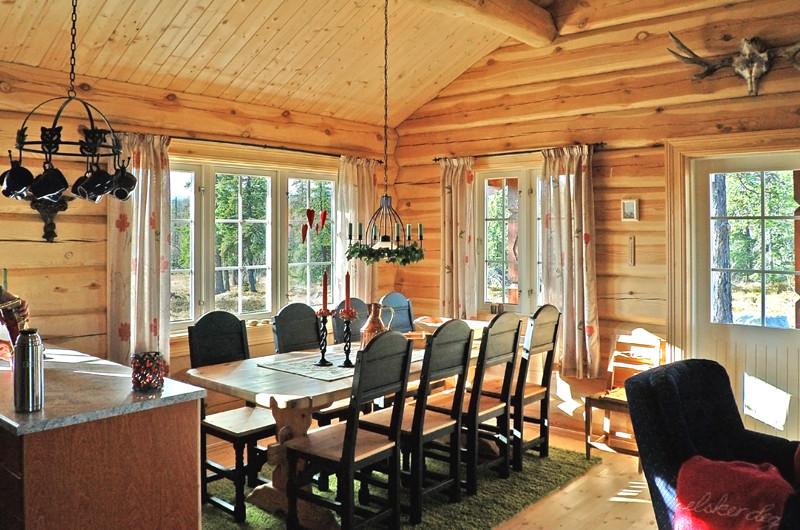 Cottage in legno vicino a kiev benvenuti su case a for Disegni interni di case