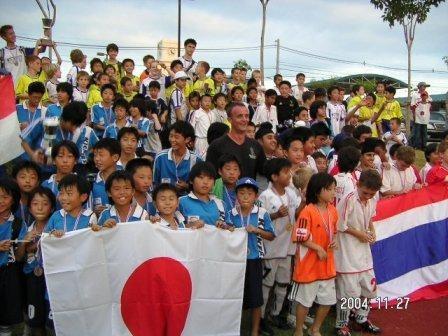2004.11.27  Can U kick It主催の国際大会に参加。