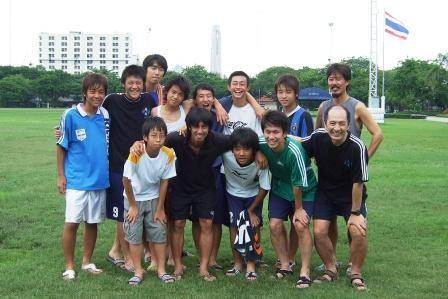 タイプレミアリーグ 末岡選手(当時バンコクユナイテッド)(前列左から2番目)