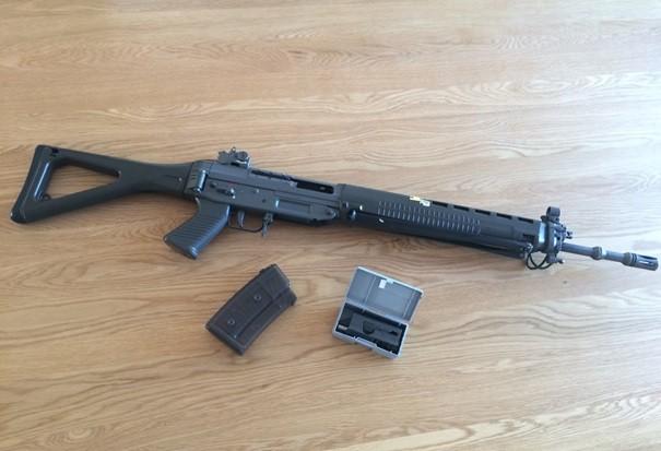 Sturmgewehr (inkl. Verschluss und Magazin)