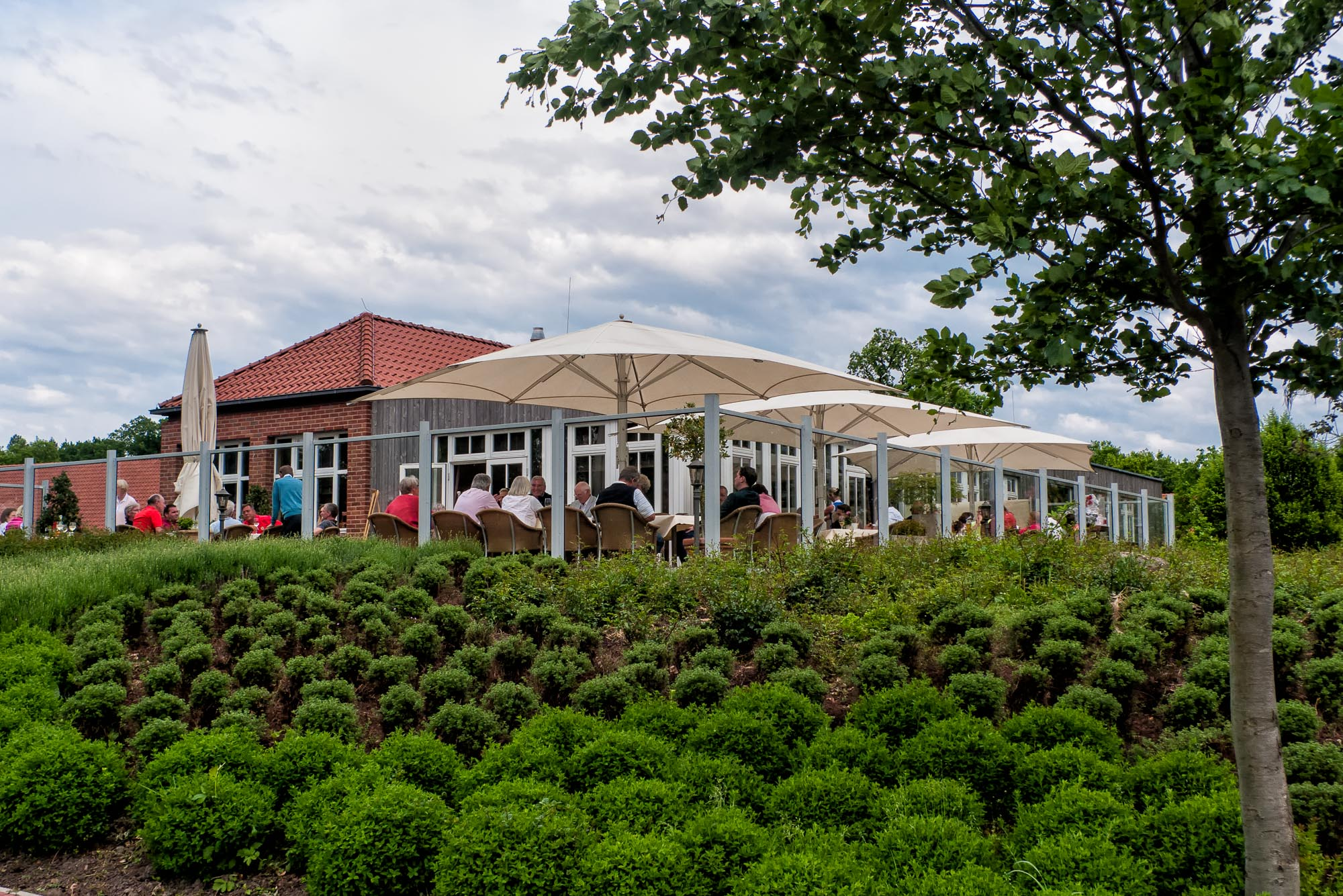 Ansicht Terrasse mit Clubhaus