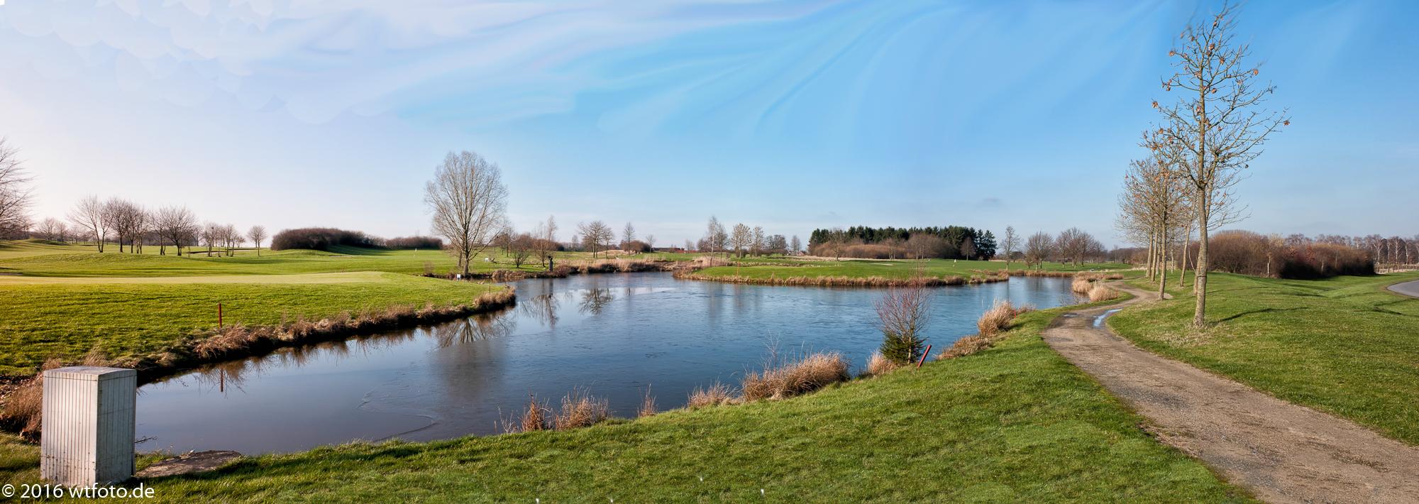 Panoramaansicht mit Grün 6 und Teich zum Grün 9