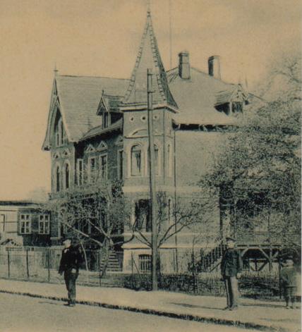 Die Moncke-Villa um 1905. Der Haupteingang führte über eine hölzerne Treppe.