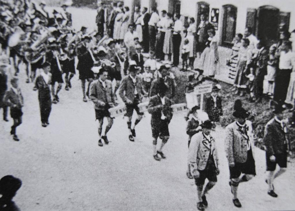 11.08.1957 beim 50-jährigen Gründungsfest des Trachtenvereins