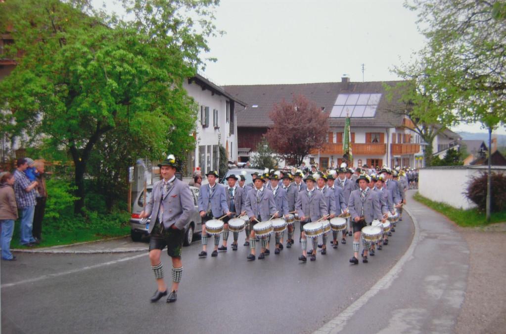 Der Trommlerzug am 01.05.2010 in Ohlstadt