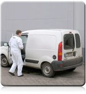 Bastex-Mitarbeiter mit unauffälligem Fahrzeug in diskretem Einsatz.