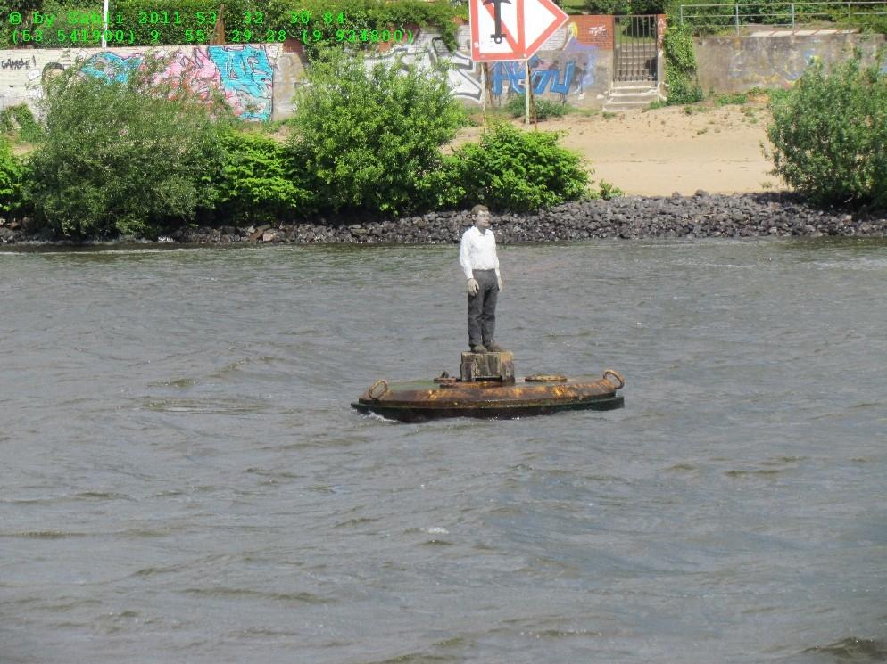 wa macht der auf der Elbe ???