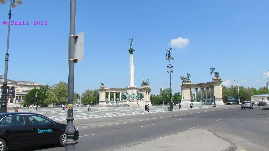 Hősök tere (Heldenplatz)