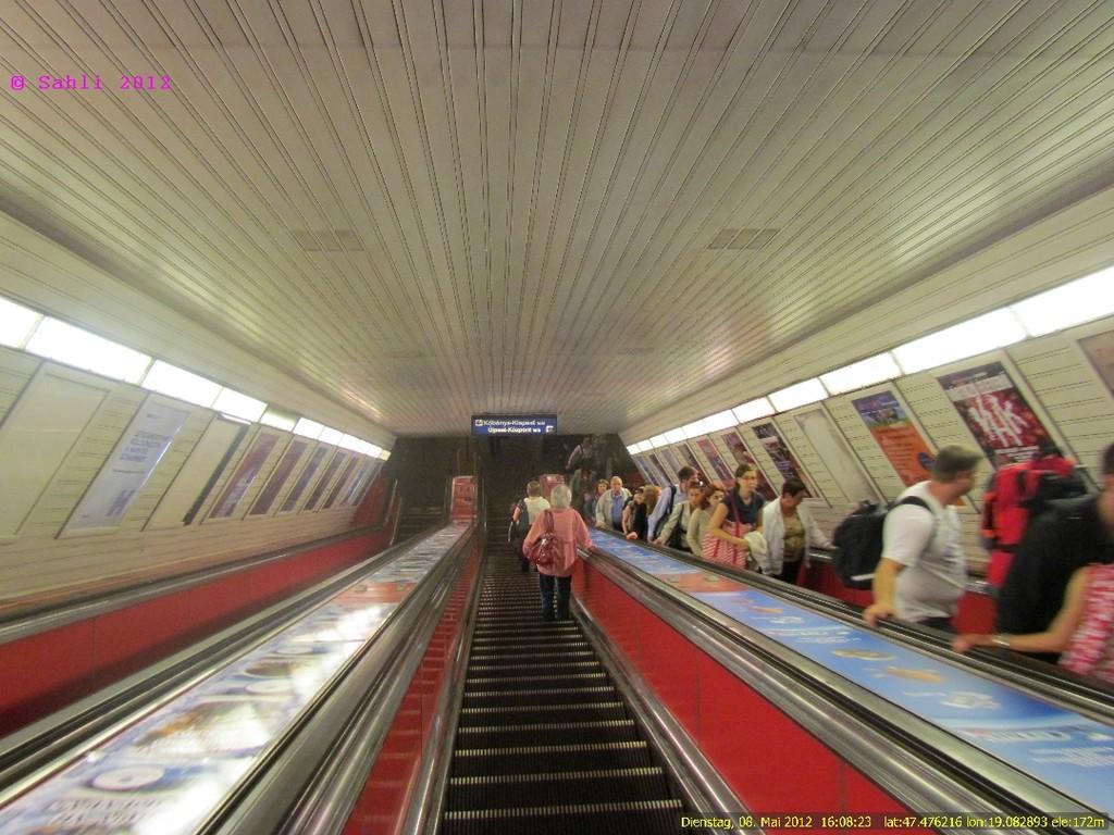 Abfahrt in die Unterwelt. U-Bahn