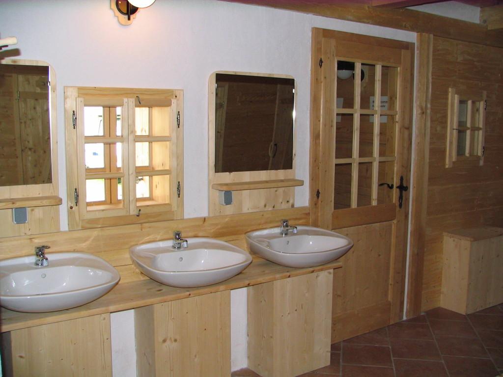 Liebevoll gestaltete Sanitäranlagen.