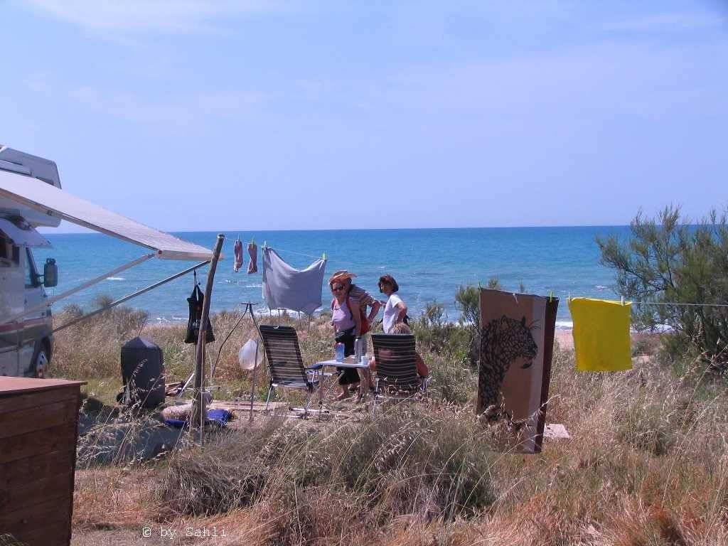 einsame Camperin am Weissen Strand N37.36246 E13.32913