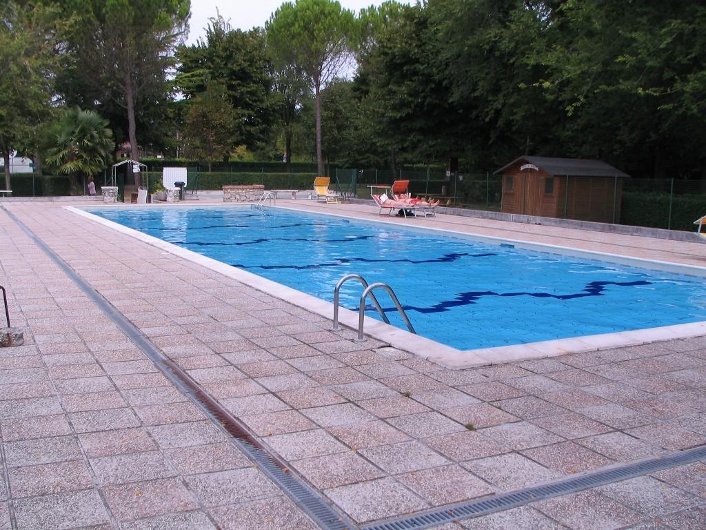 Schwimmbad am CP Aquileia