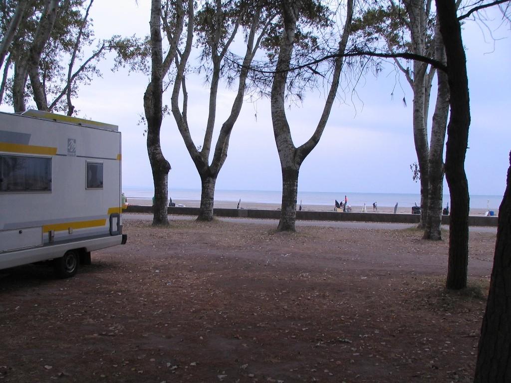 unter Pinien am Öffentlichen Strand von Grado