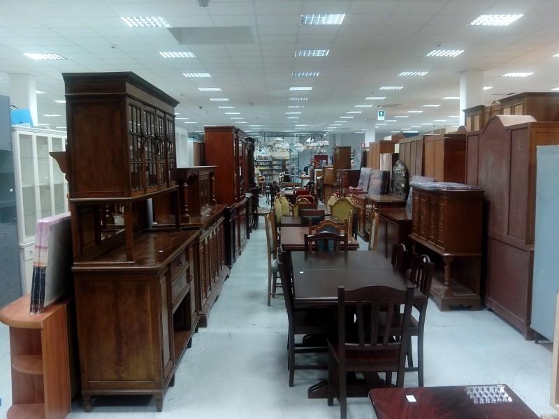 Foto portobello mercato dell 39 usato e non solo il pi for Mercato mobili usati
