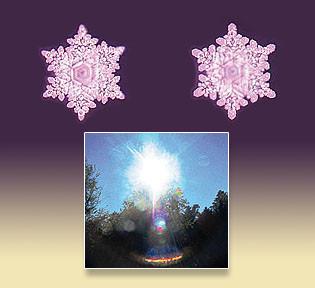 """Die beiden Wasserkristallbilder reflektieren die harmonischen Schwingungen des Bildes """"Barmherzigkeit"""". Sie entstanden im Wasserlabor Hado Life Europe von      Dr. Masuro Emoto."""