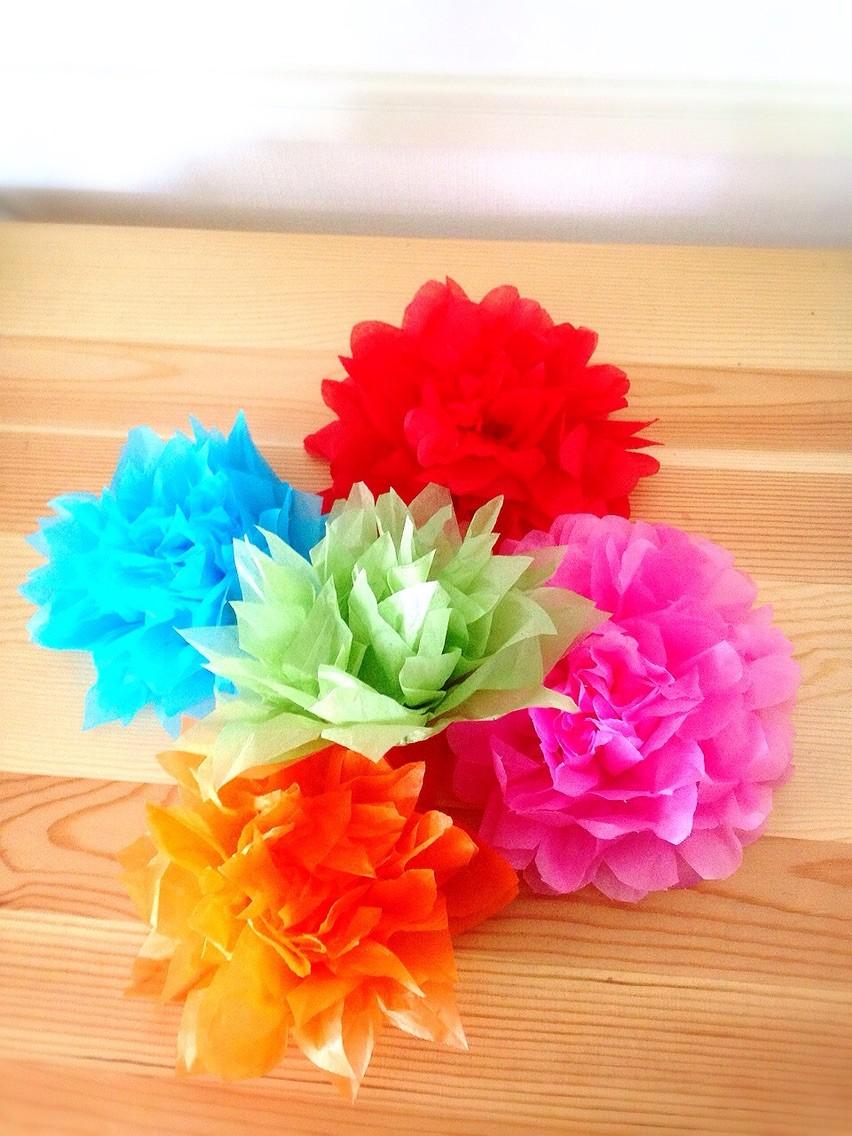 切り方を工夫して色んな花びらのお花をつくってみました♪