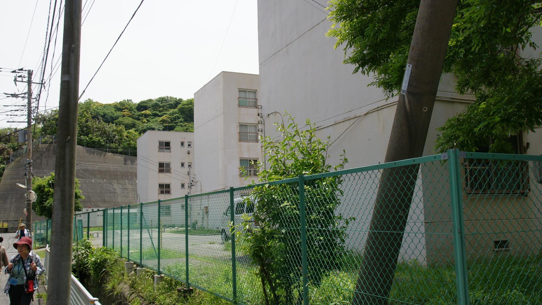 今は住宅が建っているが、住んでいる人はいない、広大な土地となっている。