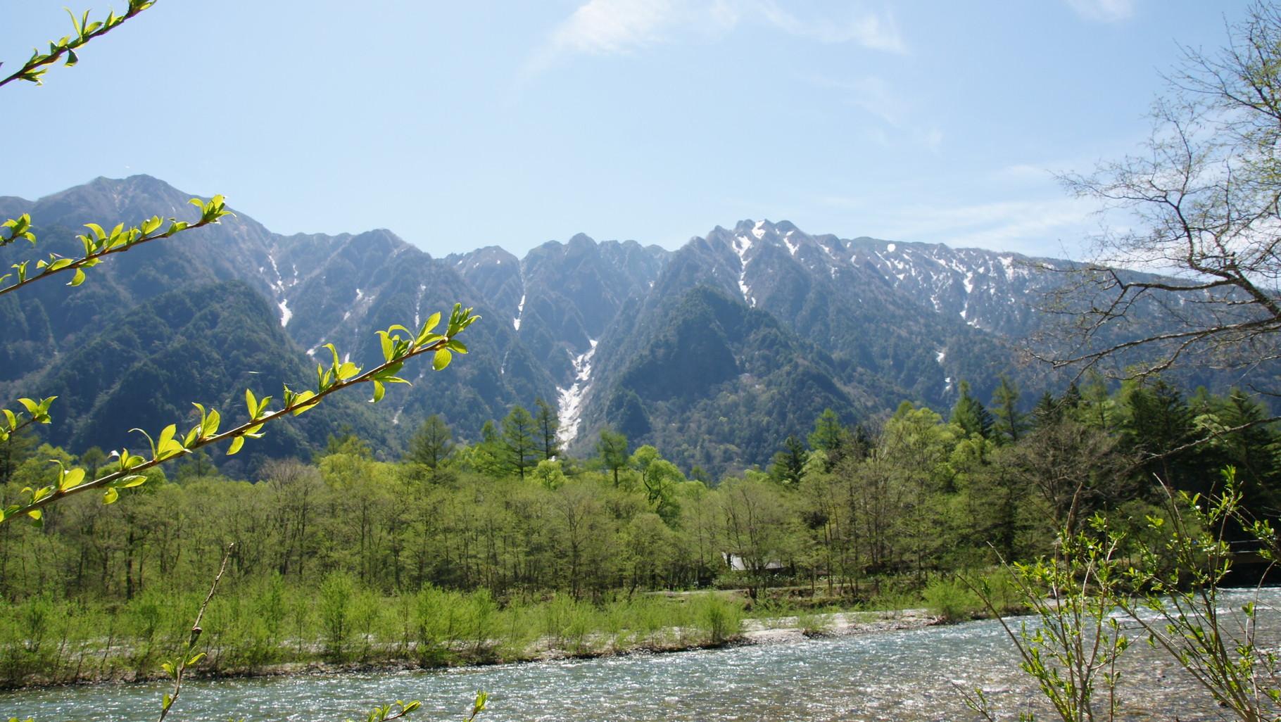 六百山と霞沢岳を一望