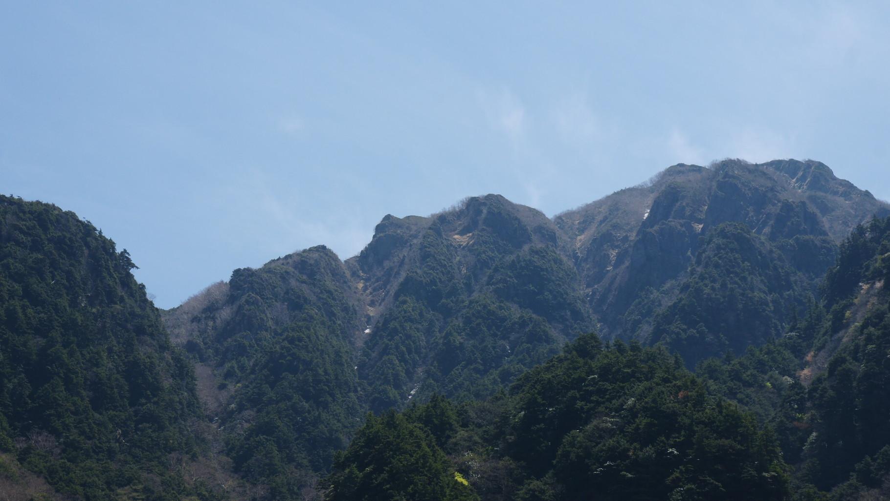 稜線、ゴリラの横顔に見えるかな?