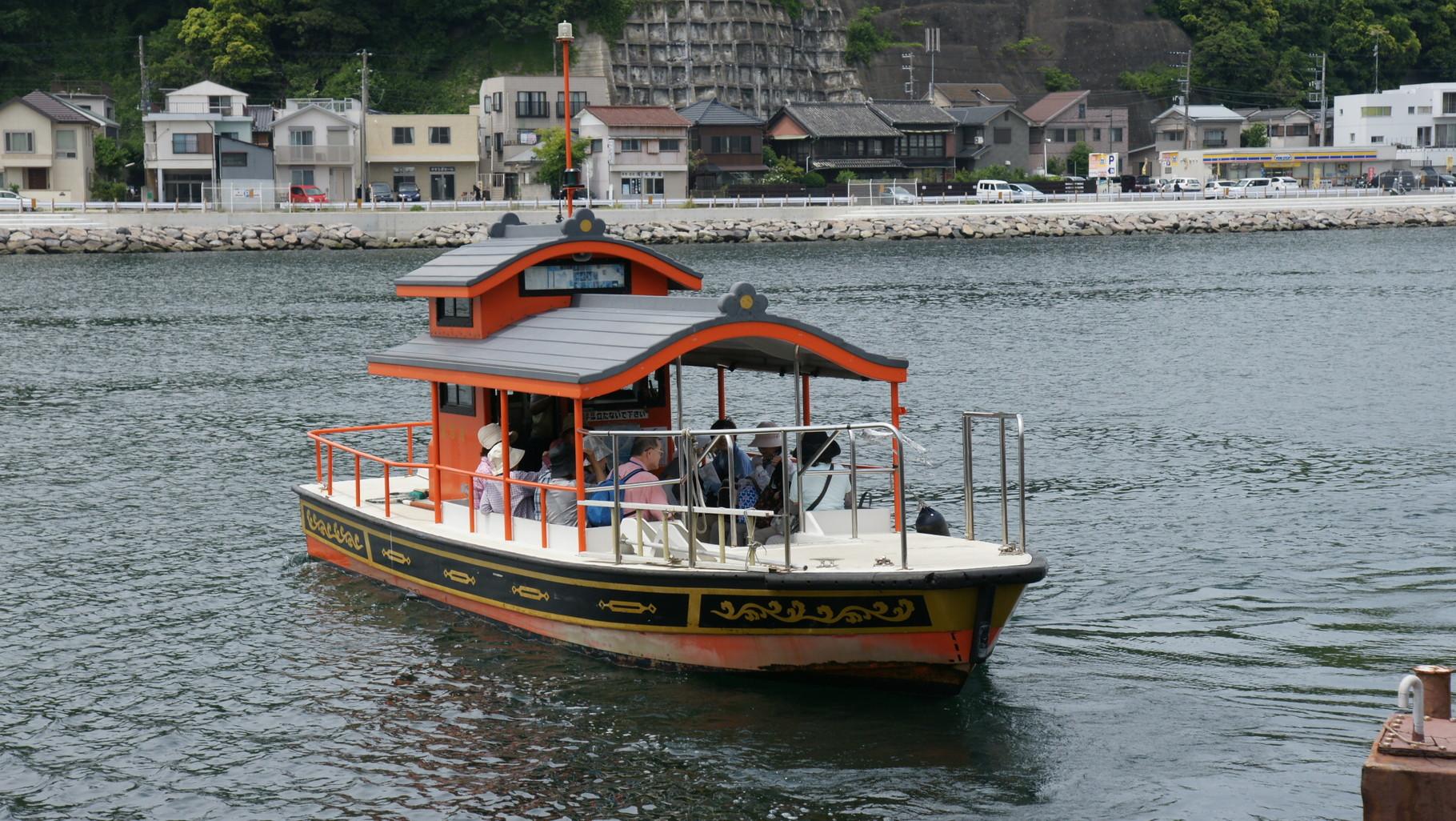 浦賀の渡し、1722年にはすでに運航していた記録あり。片道218mを150円15名まで。