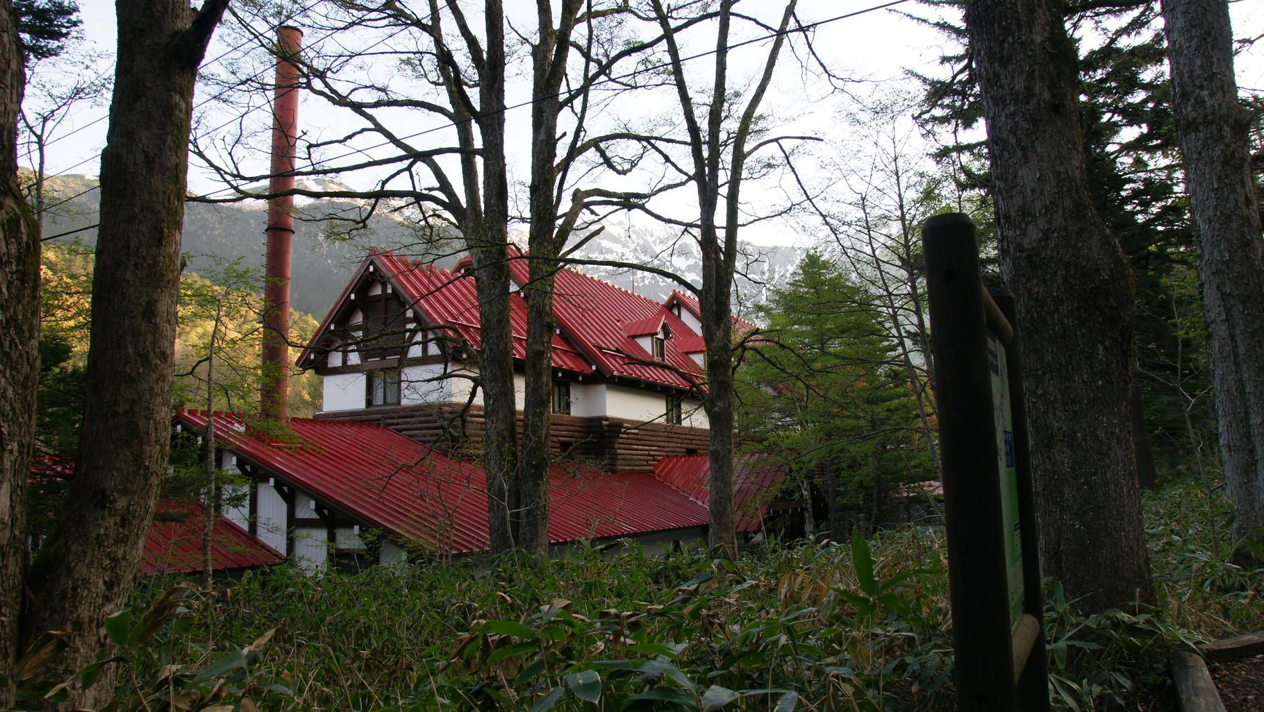 翌朝は快晴、穂高の山並みが見える。外の気温3℃。