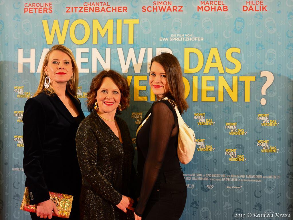 Weltpremiere mit Caroline Peters, Eva Spreizhofer und Chantal Zitzenbacher