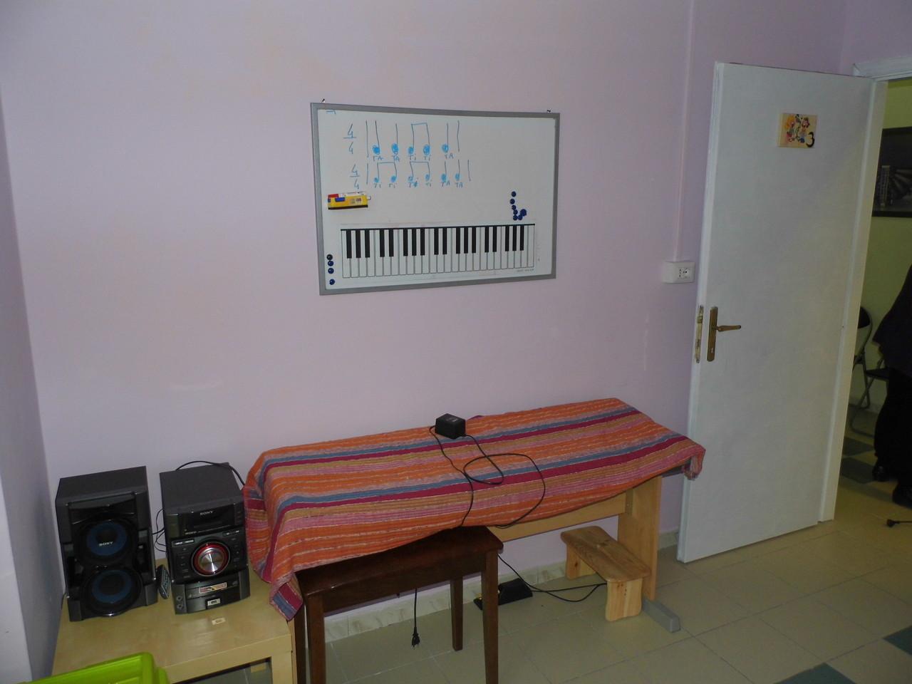 L'aula lilla di tastiera, chitarra, canto e dei Corsi Kindermusik
