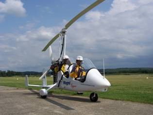 Cliquez sur l'image et appréciez la Liberté de voler en Gyrocoptère... (R.C., Italie)