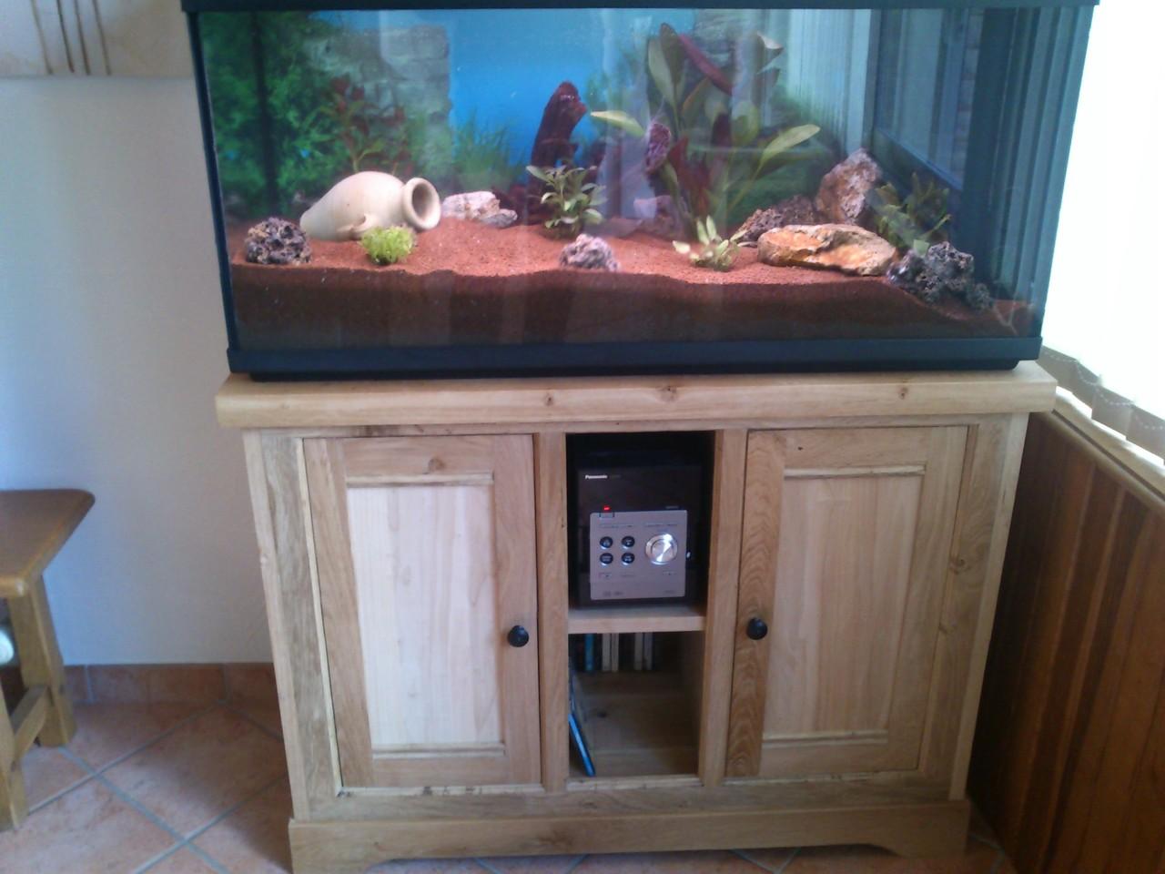 Meuble sur mesure sur nantes pose de cuisine thuaud for Meuble aquarium