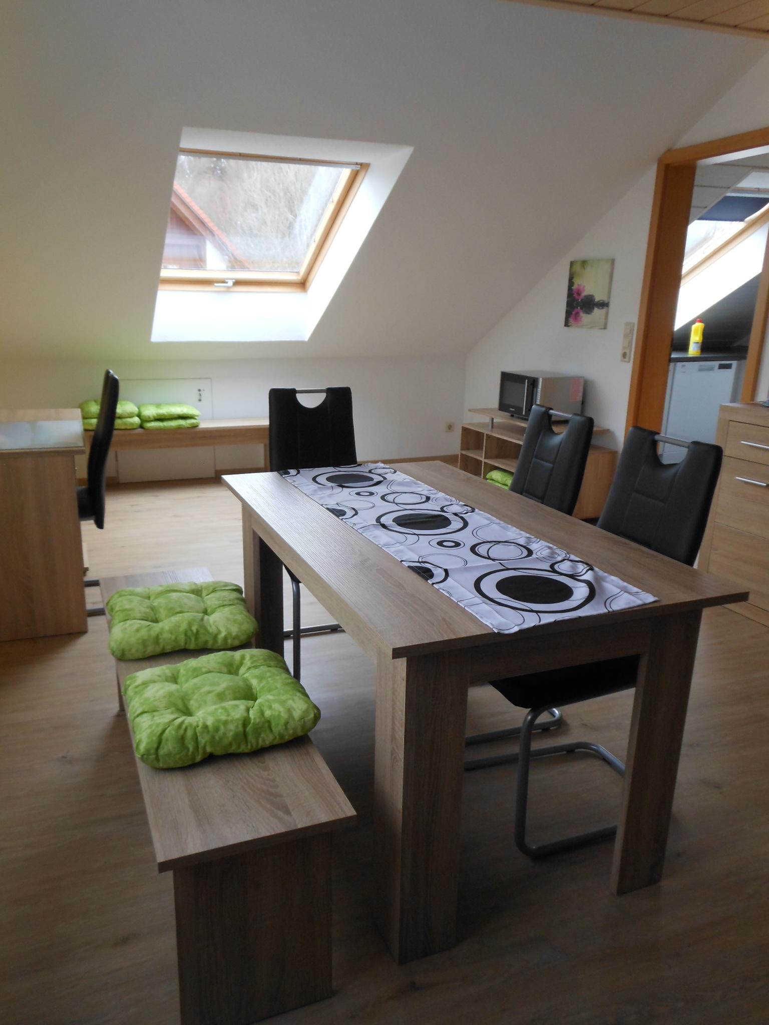 Wohn-/Eßzimmer mit Küchenzugang